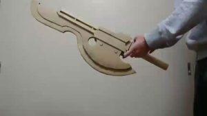 モンハンにある武器(スラッシュアックス)の変形機構のダンボールで再現がすごい!