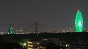 コロナでライトアップされた「太陽の塔」と「大阪ホイール」で光線で遊ぶセンスがすごい!